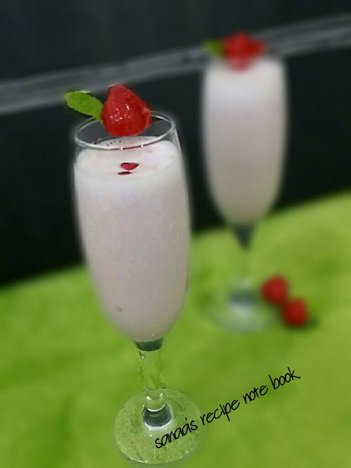 Strawberry Pomegranate Smoothie - sanaa's recipe