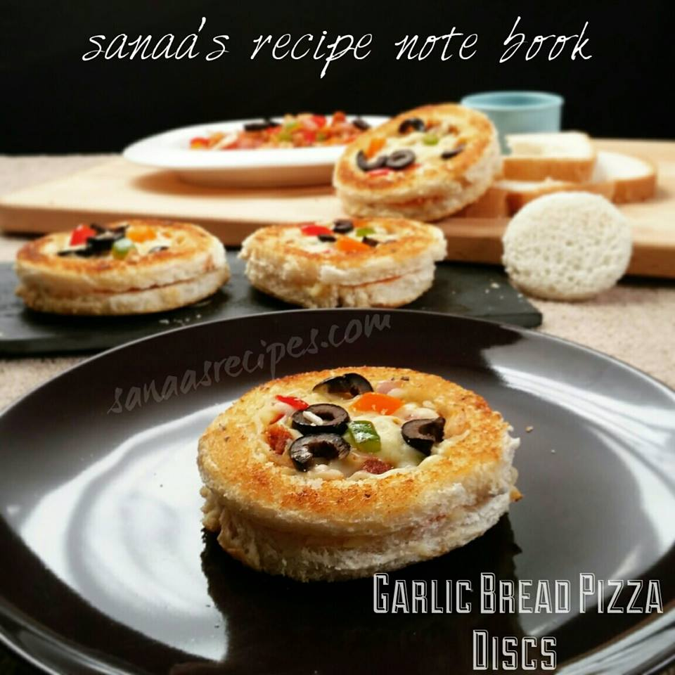 Garlic Bread Pizza Discs - sanaa's recipe